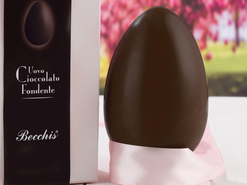 uovo di cioccolato fondente