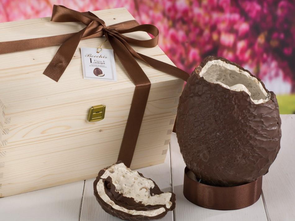 Uovo di Torrone ricoperto da finissimo cioccolato fondente